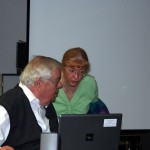 Dagmar Groth und Hans G. Weidinger bereieten ihre Präsentation vor, 2012.