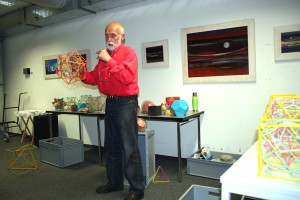 Klaus Fleischmannbei, Präsentation: Die Harmonik der Platonischen Körper, 2012
