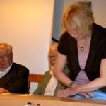Christina Baudenbacher führt Musik auf dem Monochord vor, 2014