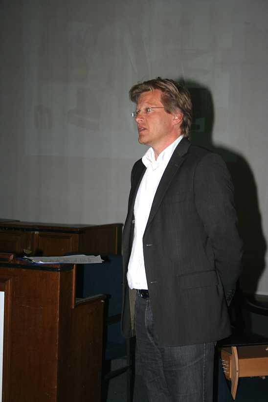 "Professor Kern: Das ""Peter-Michael Riehm Institut"" in Stuttgart, 2011."
