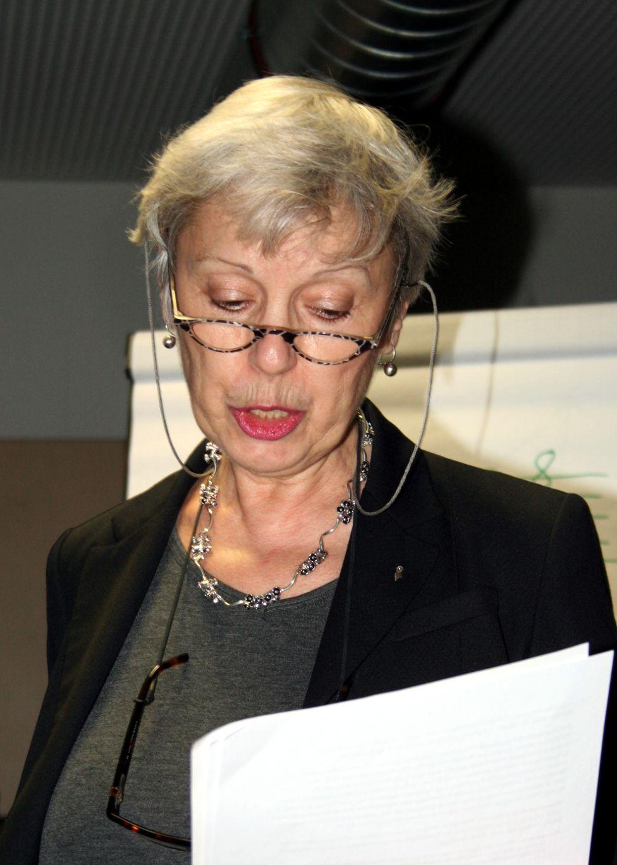 Biljana Papazov-Ammann bei ihrem Vortrag: Harmonik und Tanz, 2012
