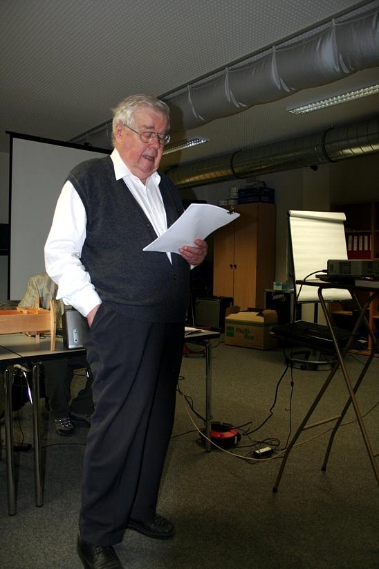 Hans G. Weidinger bei Begrüßung zum Harmonik-Symposion 2012.