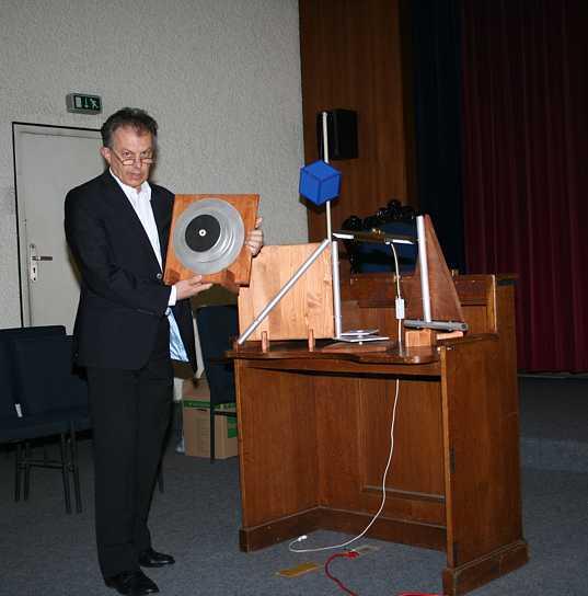 Willibald Limbrunnder: Klang deer atomhülle und der reinen Geometrie, 2011.