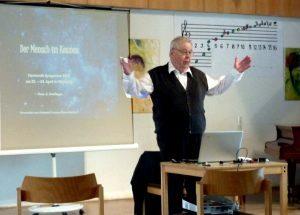 Hans G. Weidinger bei seinem Vortrag Der Mensch im Kosmos 2016
